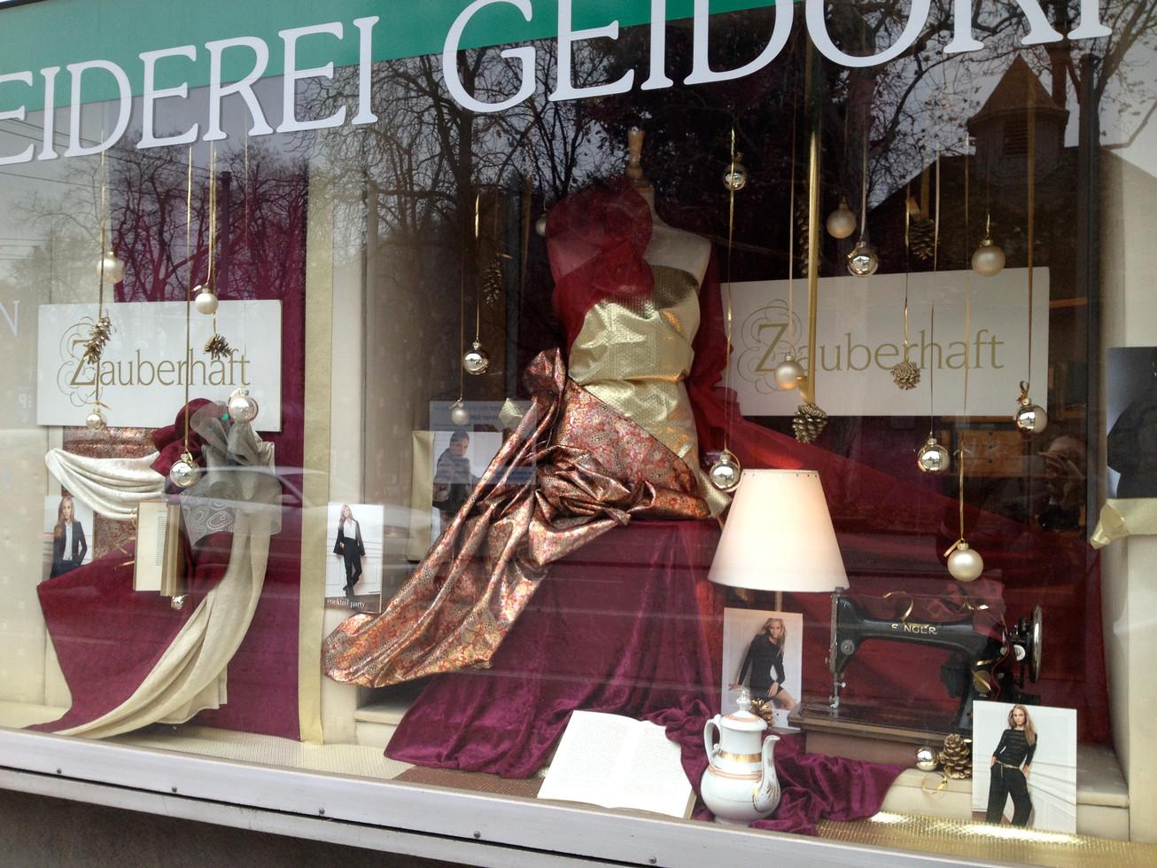 Schaufenster schneiderei isolde skrabitz - Schaufensterdekoration weihnachten ...